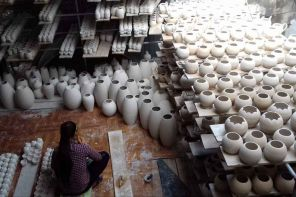 http://binhtra.vn/www/thumbs/thumb_Bat-Trang-ceramic-village-hanoi_compressed_adaptiveResize_296_197.jpg