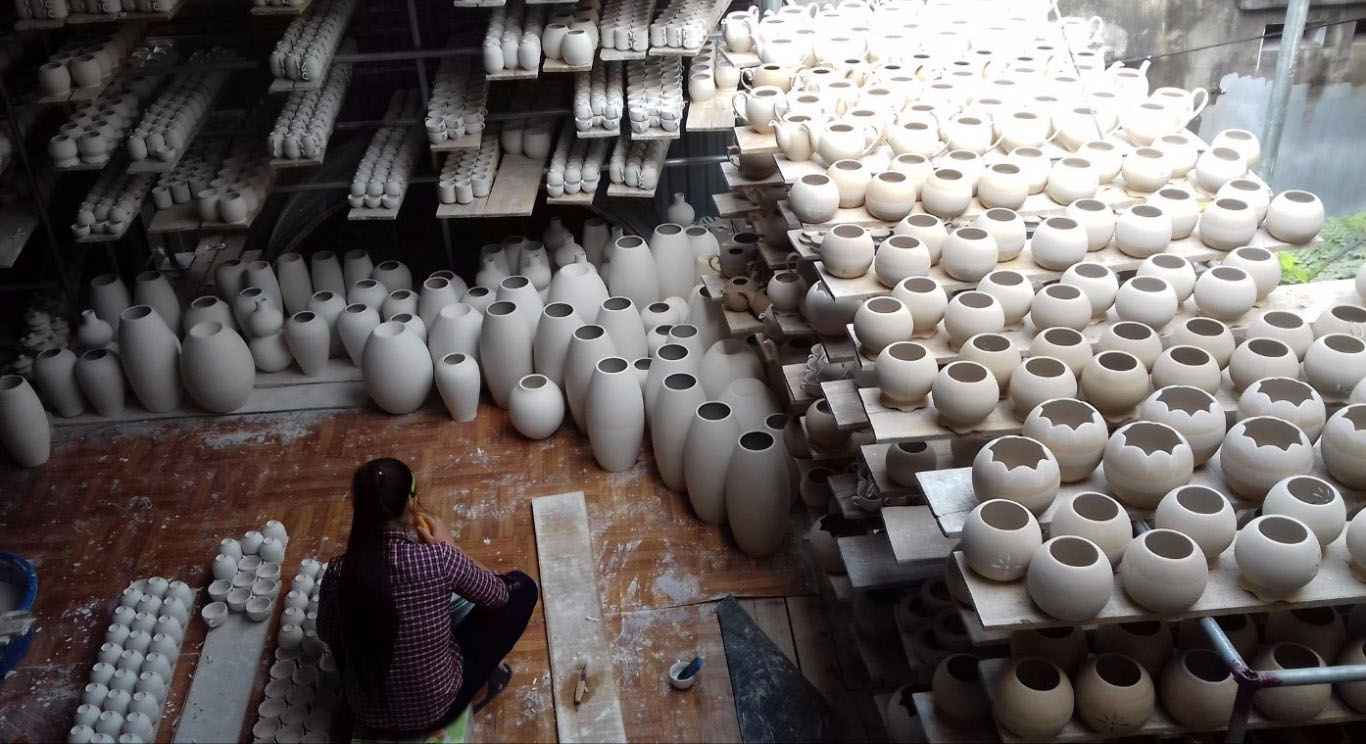 http://binhtra.vn/www/uploads/images/Bat-Trang-ceramic-village-hanoi_compressed.jpg