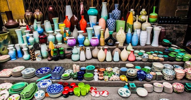 http://binhtra.vn/www/uploads/images/a-corner-of-Bat-Trang-ceramic-village.jpg